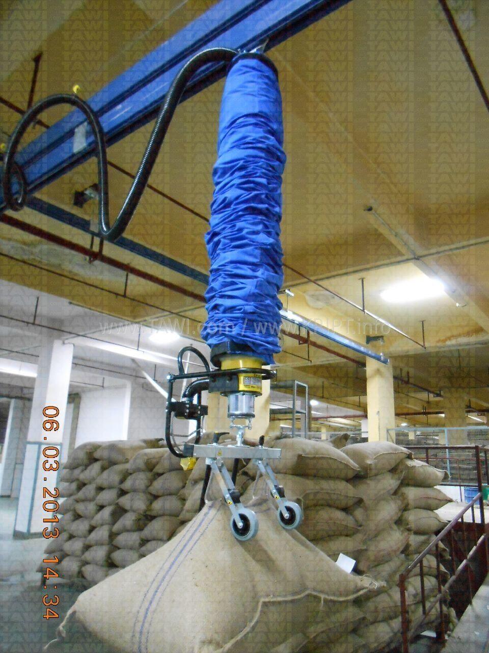 Шланговый подъёмник с двойным крюком для джутовых мешков